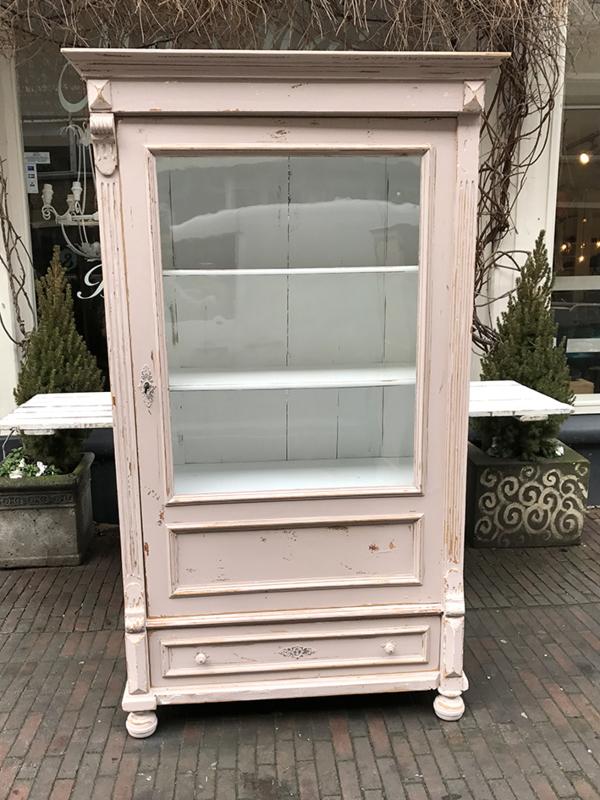 Oud Roze Kast Met Glas Verkochte Artikelen Ma Maison