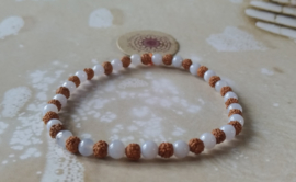 Armband met kleine Rudraksha's en Chalcedoon Mala Spirit
