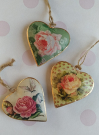 Iron hanging hearts with flowers-14 cm.