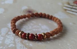 Armband met Rudraksha's en rode Jaspis.