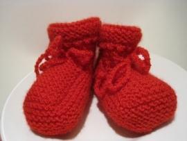 gebreide sokjes in rood