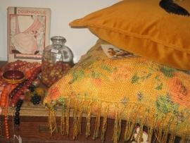 Nu in de winkel;  nieuwe kussens,  mooie sieraden en brocante