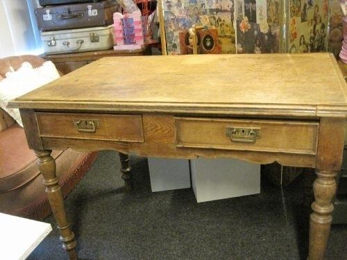 oude houten schrijftafel