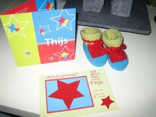babysokjes en felicitatiekaart (voorbeeld)