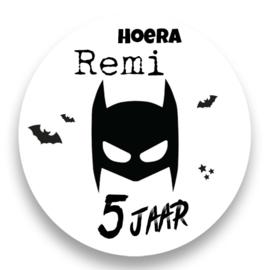 Sluitzegel Batman eigen naam en leeftijd