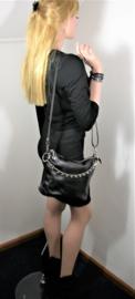 Zachtleren crossbody tas met ketting en hartje zwart