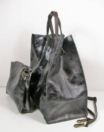 Glossy leren shopper met uitneembare binnen-/schoudertas snakeprint zwart