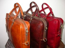 Stijlvolle, leren zakelijke tas colored by hand marrone