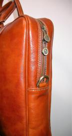 Stijlvolle, leren zakelijke tas colored by hand trendy tan