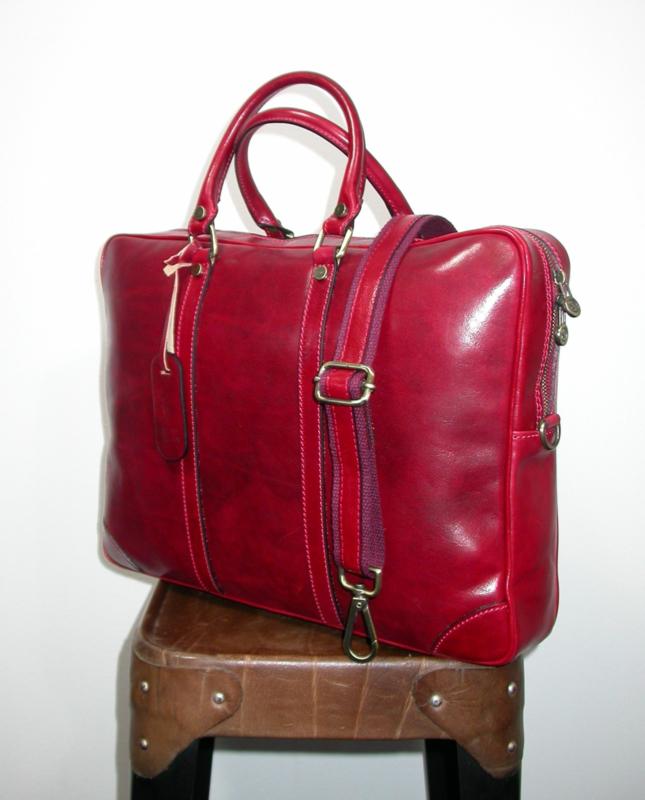 Stijlvolle, leren zakelijke tas colored by hand rood