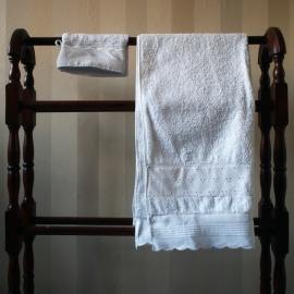 Handdoek + washandje met kantjes - wit