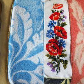 Kussenhoes van oude dekens - bloemen