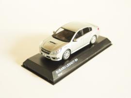 Subaru Legacy B4 zilverkleurig