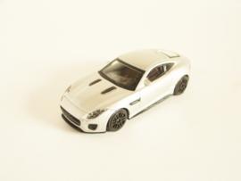 Jaguar F-Type R zilverkleurig