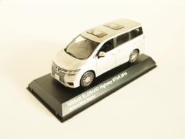 Nissan Elgrand Highway Star zilverkleurig