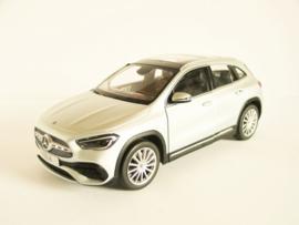 Mercedes Benz GLA (Iridium Silver)