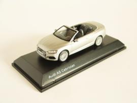 Audi A5 Cabrio (Floret Silver)