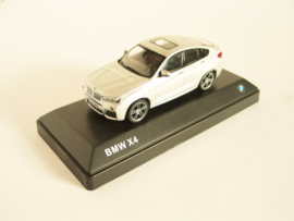 BMW X4 (F26) zilverkleurig