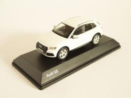Audi Q5 (Ibis White)