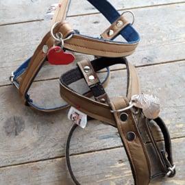 Custommade tuigjes van leer & jeans met knopen
