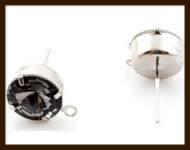 OS015a: Set van 2st. Brass Oorbellen Stekers met 6mm strass steen en vast oogje (met stoppers): Antraciet-Grijs.