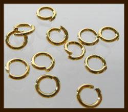 50st. Goudkleurige Ringen: Rond 7mm met een dikte van 1mm.