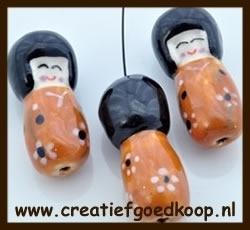 P920: Porselein Chinees Poppetje: Oranje.