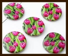 PSK019: Parelmoer Schelpkraal Bewerkt met Tulpen Motief: Fuchsia.