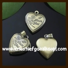 HMED09: Hanger Medaillon Hart: Bewerkt Goudkleur (I Love You).