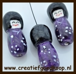 P918: Porselein Chinees Poppetje: Paars.