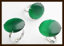 R138: Verstelbare Ring met Glassteen: Groen.