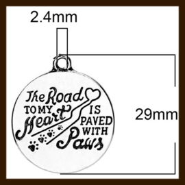 HDK021a: Hanger Amulet van 25mm: The road to my heart is paved with paws.