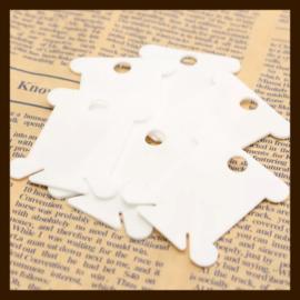 L015: 10st. Witte Kunststof Labels-Kaartjes van 40x35mm.