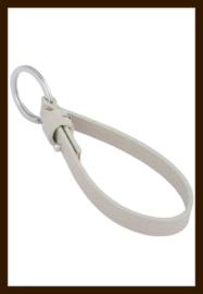SHR030: DoubleBeads EasySlide sleutelhanger met metalen ring ± 28mm en imitatieleren koord ± 23x1cm.