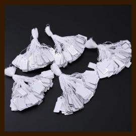 L01: 10st. Witte Labels met Zilveren Rand van 26x14mm.