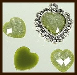 P081: Acryl Facet Geslepen Plaksteen Hartje van 10x10mm: Olijf Groen.