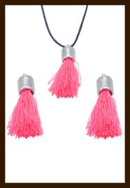 KW.022: Stoffen Kwastje met Kapje van 30mm: Roze.