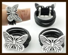 R397: Ring Zwart met Leerschuiver: Vlinder.