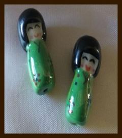 P913: Porselein Chinees Poppetje: Groen.