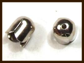 K012: Set van 2 Nikkelkleurige Eindkapjes Tulp van 7x7mm, rijggat is 6.5mm.