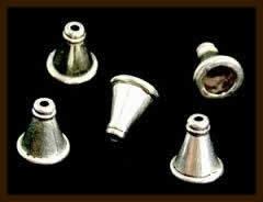 K053: Set van 2st. Tibetaans Zilveren Eindkapjes van 8x6mm, rijg/plakgat van 5.5mm.