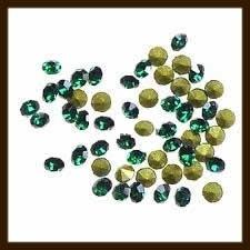 S.617: 50st. Glas Kristal Similisteentjes: Donker Groen.
