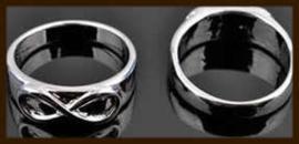 R948: Ring Infinity in maat 17,5: Oud zilverkleur.