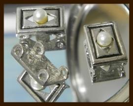 V037: Metalen Verdeler met Parel.