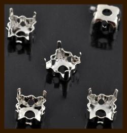 STK03: 5st. Metalen Rijg-Strass Kastjes van 10x10mm.