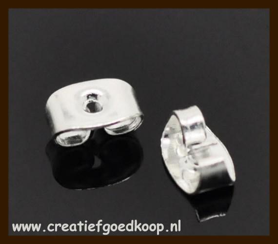 Ost.030: 50st. Nikkelkleurige Oorbellen Stoppers van 4.5x3.5mm.