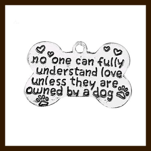 HDK022a: Hanger Amulet van 26mm: No one can fully understand love unless they are owned by a dog.