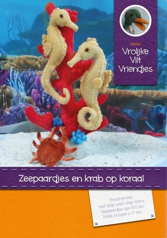 Zeepaardjes met krab op koraal