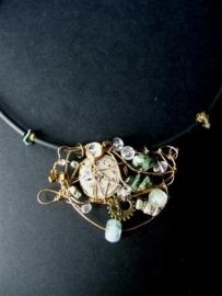 199 Sieraad met vintage ornament edelstenen