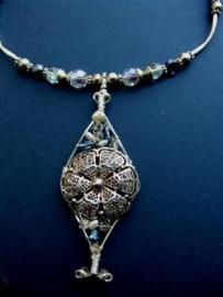 202 Halssieraad met zilveren vintage ornament, Zeeuws